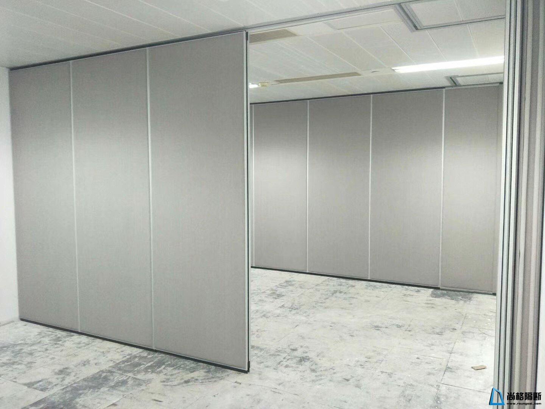 灰色板式活动隔断